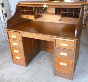Desk door open drawers closered from right